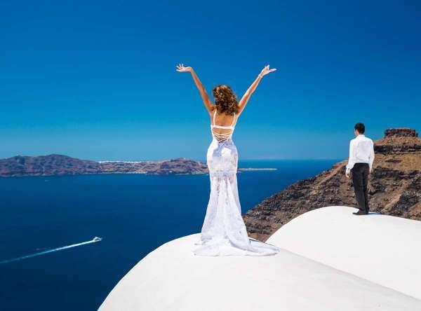 Символическая свадебная церемония на острове Санторини из Минска